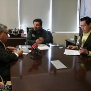 El Comisionado de Arbitraje Médico Dr. Salvador Chávez Ramírez y el Mtro. Alberto Mora Martín del Campo, Director General de C7